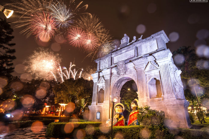 Amid the sudden downpour, the Paskuhan fireworks display lights up the sky of the historic Arch of the Centuries to conclude UST's annual yuletide festivities. Photo by Alvin Joseph Kasiban